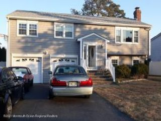 4 BR,  3.00 BTH Bi-level style home in Toms River