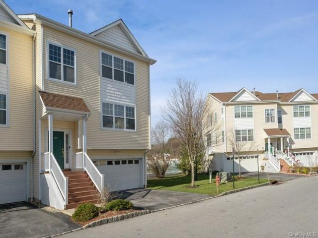 3 BR,  4.00 BTH Townhouse style home in Middletown