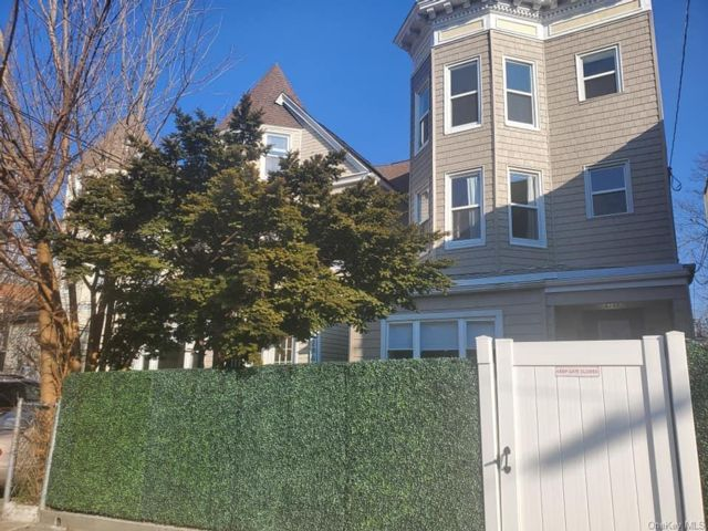 3 BR,  1.00 BTH Multi family style home in Woodlawn