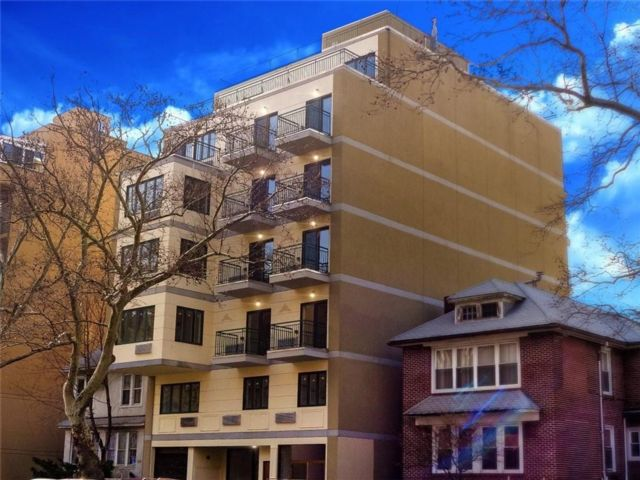 2 BR,  2.00 BTH Condominium style home in Midwood