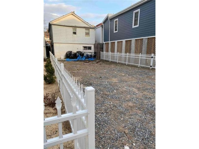Lot <b>Size:</b>   Land style home in Sheepshead Bay