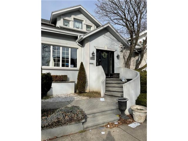 3 BR,  3.00 BTH Single family style home in Midwood