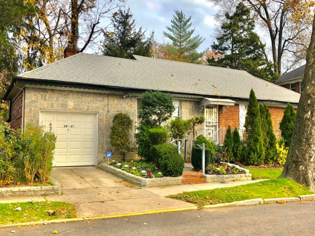 3 BR,  2.00 BTH Ranch style home in Fresh Meadows