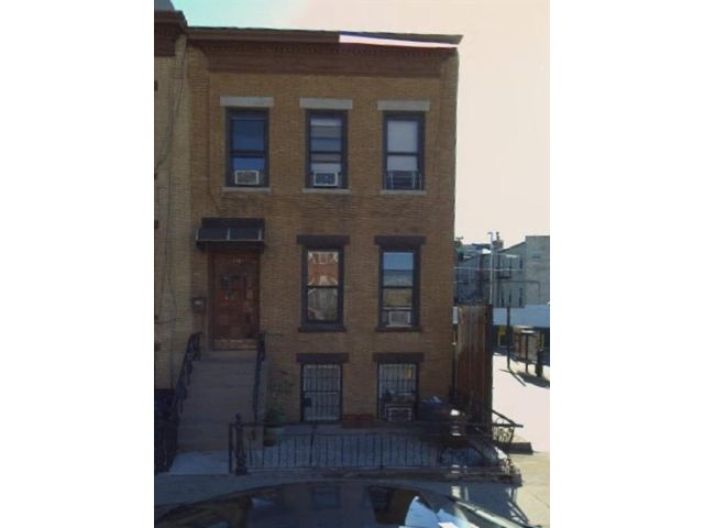 7 BR,  3.00 BTH  Multi-family style home in Sunset Park