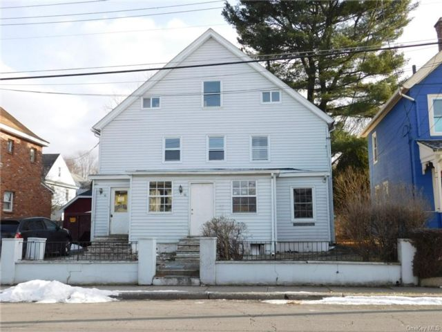 6 BR,  3.00 BTH  2 story style home in Middletown