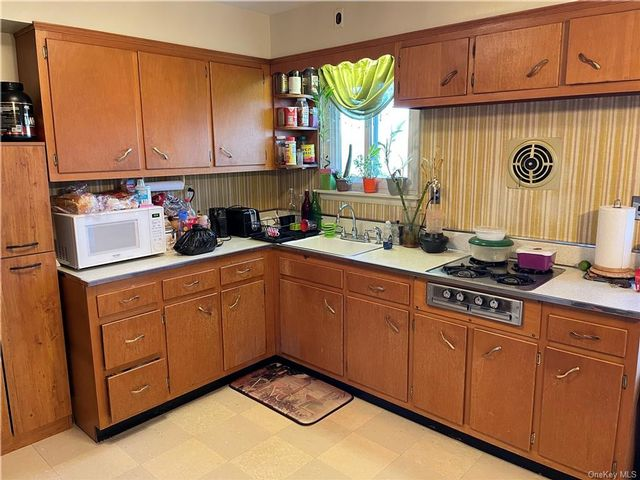 3 BR,  1.00 BTH Apartment style home in Yonkers