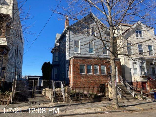 7 BR,  2.00 BTH Duplex style home in Newark
