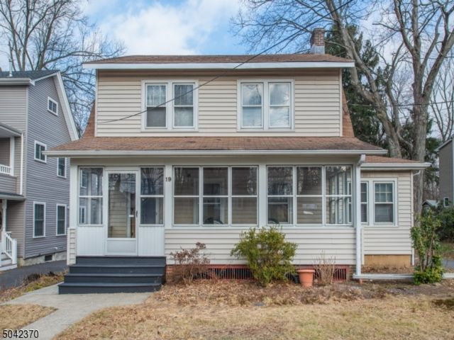 3 BR,  2.00 BTH Colonial style home in North Caldwell
