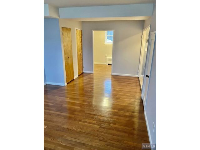 Studio,  1.00 BTH Gard style home in Rutherford