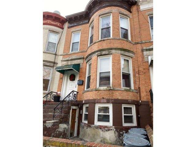 8 BR,  3.00 BTH  Multi-family style home in Sunset Park