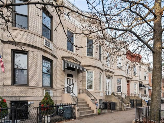 3 BR,  3.00 BTH  Multi-family style home in Windsor Terrace