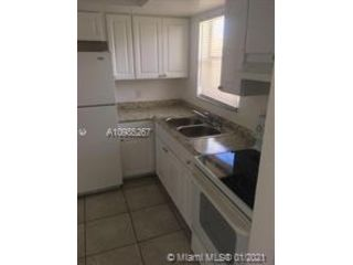 2 BR,  1.00 BTH  style home in Oakland Park