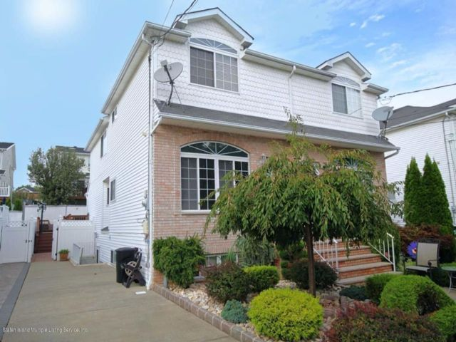 3 BR,  1.55 BTH Colonial style home in Woodrow