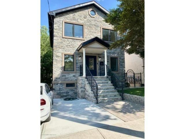 4 BR,  3.00 BTH Single family style home in Annadale