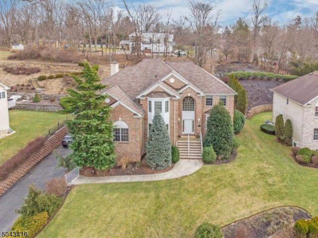 6 BR,  4.00 BTH Colonial style home in Fairfield