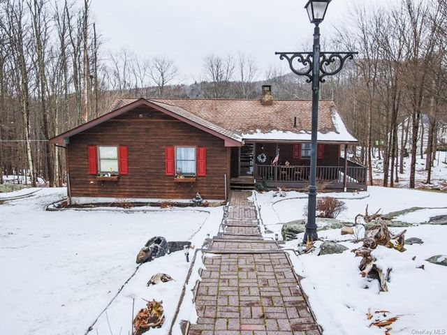 4 BR,  3.00 BTH Ranch style home in Neversink