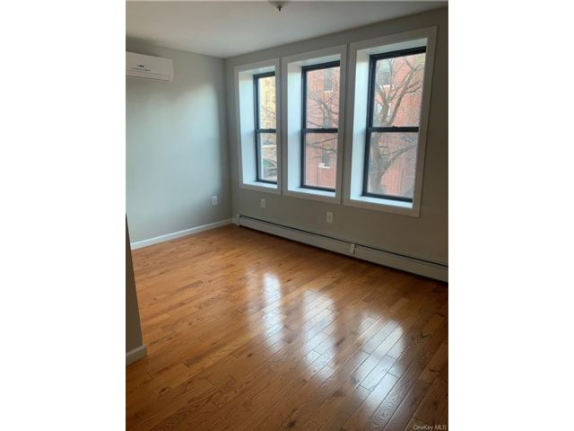 3 BR,  3.00 BTH Apartment style home in Morris Heights