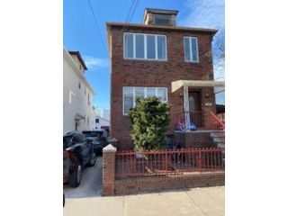 5 BR,  3.00 BTH Multi-family style home in Gravesend