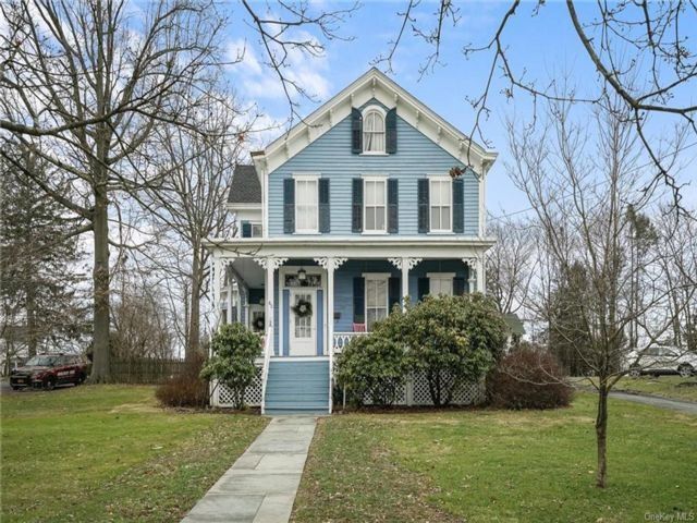 4 BR,  2.00 BTH  Victorian style home in Montgomery