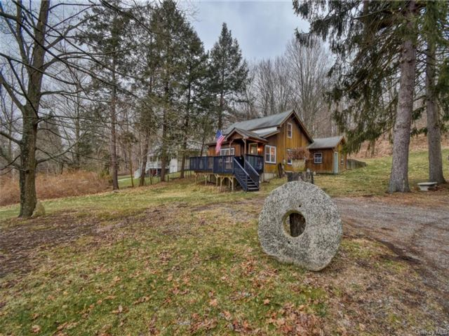 3 BR,  2.00 BTH Cottage style home in Blooming Grove