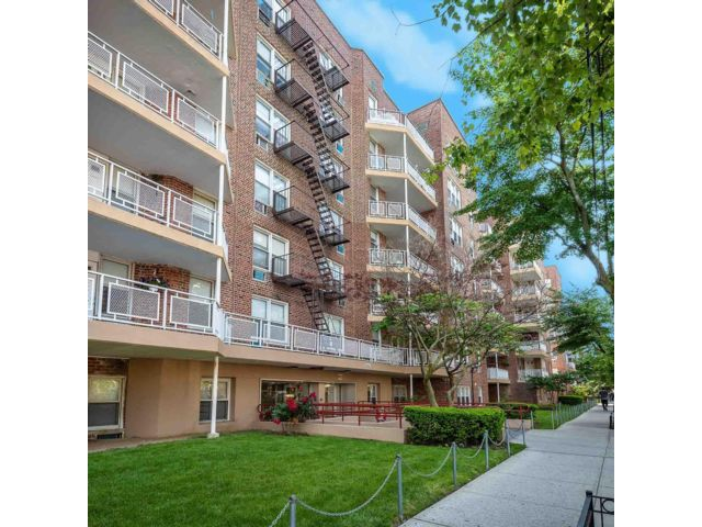 1 BR,  1.00 BTH Rental style home in Homecrest