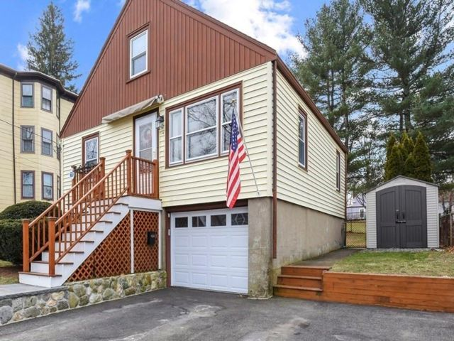 3 BR,  2.00 BTH Cape style home in East Lynn