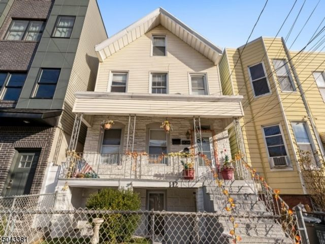 1 BR,  1.00 BTH House style home in Jersey City