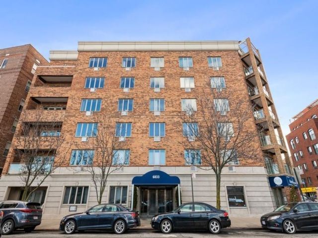 3 BR,  2.00 BTH  Condominium style home in Bay Ridge