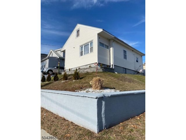 4 BR,  2.00 BTH Colonial style home in Paterson