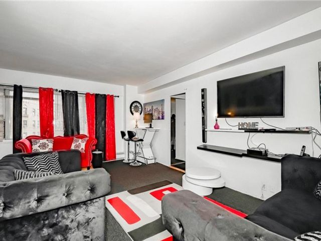 2 BR,  2.00 BTH  High rise style home in Jerome Avenue