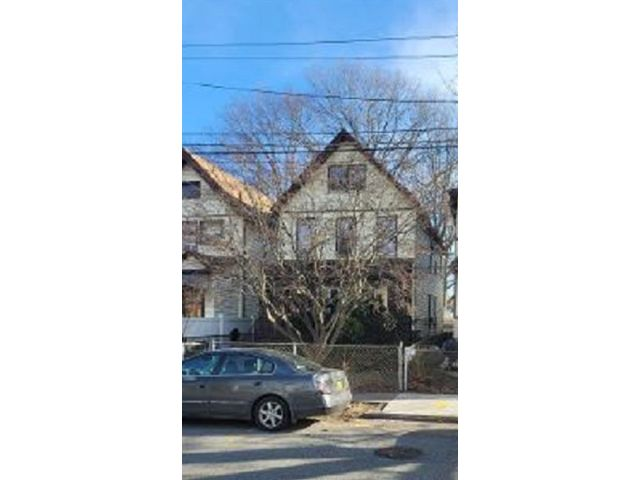 6 BR,  2.00 BTH  Multi-family style home in Port Richmond