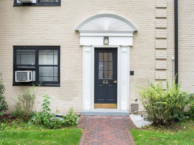 2 BR,  1.00 BTH Co-op style home in Eastchester