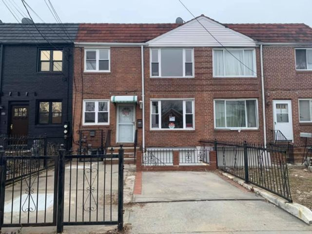4 BR,  2.00 BTH 2 story style home in Saint Albans