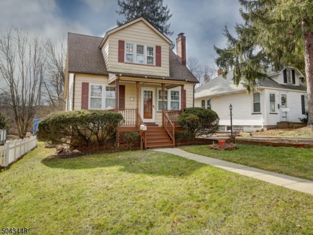 3 BR,  2.00 BTH Custom home style home in West Orange