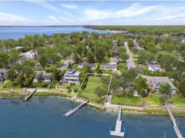 4 BR,  3.00 BTH Traditional style home in Sag Harbor