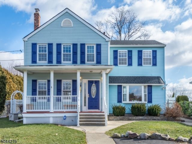 3 BR,  2.00 BTH Colonial style home in Bloomfield