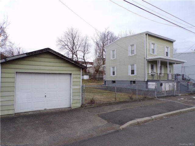 3 BR,  2.00 BTH 2 story style home in New Windsor