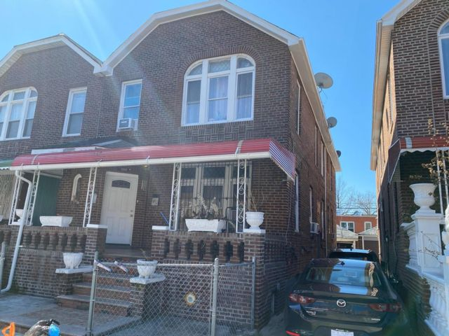 6 BR,  3.00 BTH 2 story style home in Brooklyn