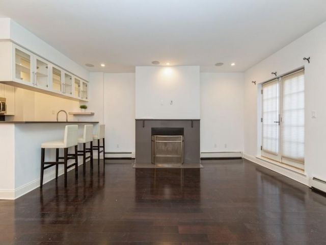 2 BR,  3.00 BTH Condominium style home in Bay Ridge