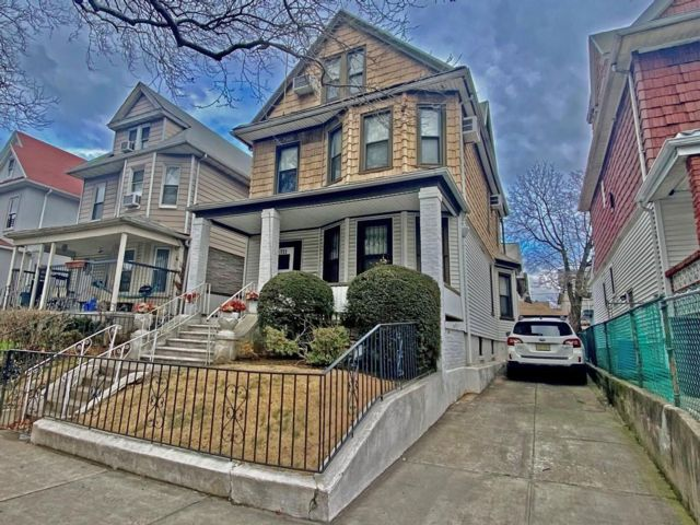 6 BR,  4.00 BTH Multi-family style home in Ditmas Park