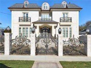4 BR,  5.00 BTH Triplex style home in Beechhurst