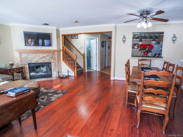 2 BR,  2.00 BTH Townhouse style home in Warwick