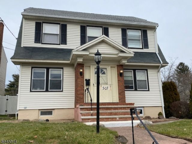 3 BR,  1.55 BTH Colonial style home in Bloomfield