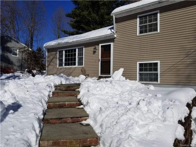 3 BR,  1.00 BTH  Split level style home in Newburgh