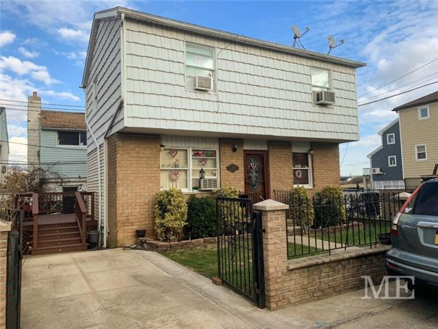 3 BR,  1.00 BTH  Single family style home in Gerritsen Beach