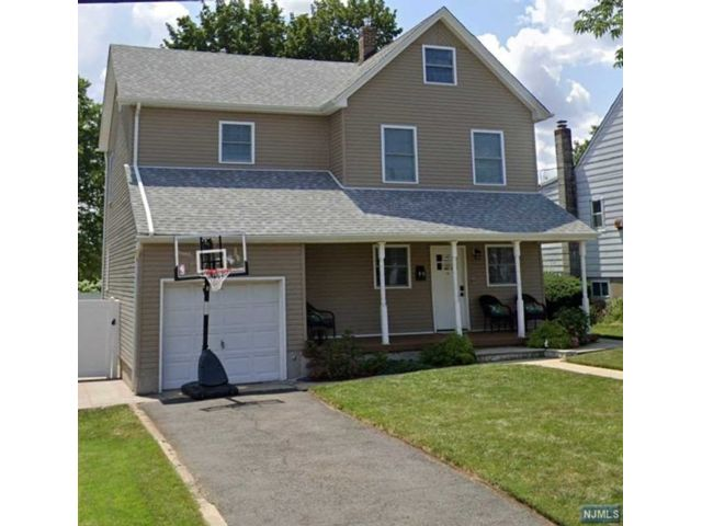 4 BR,  3.00 BTH Colonial style home in North Arlington