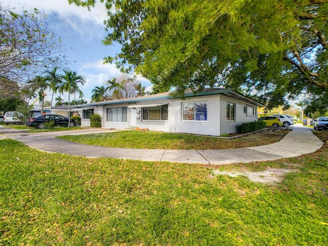 6 BR,  5.00 BTH Multi-residence style home in Hallandale