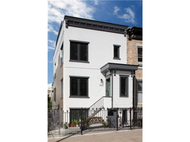 4 BR,  2.00 BTH Single family style home in Park Slope