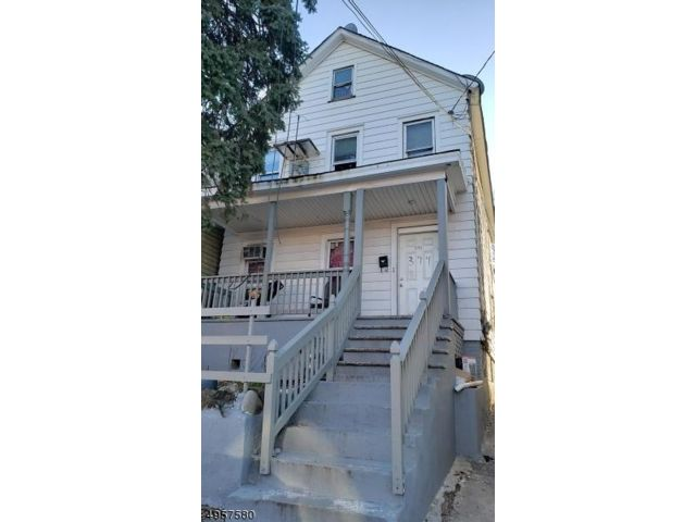 4 BR,  2.00 BTH 2 story style home in New Brunswick