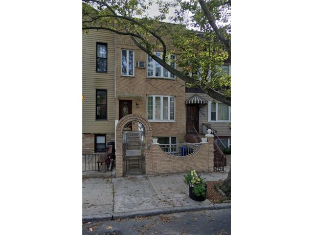 4 BR,  3.00 BTH  Multi-family style home in Greenwood Heights